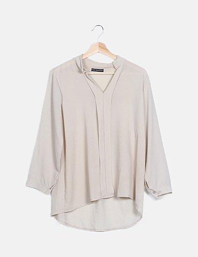 Blusa fluida gris escote plisado