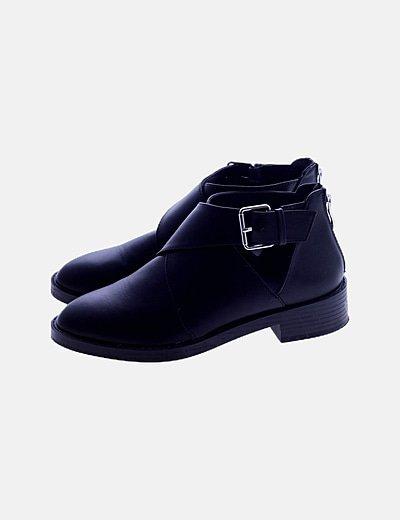 Zapato negro con tacón