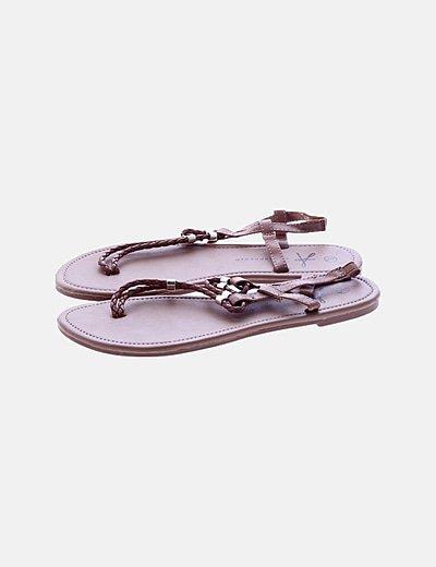 Sandalia marrón trenza