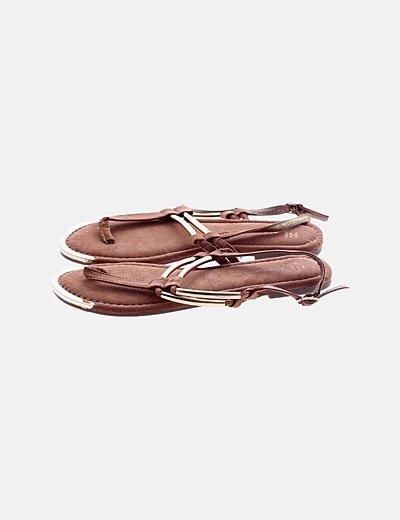 Sandalia plana antelina marrón