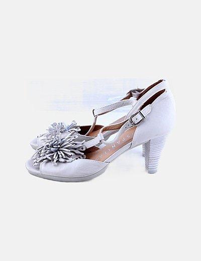 Zapato beige detalle floral