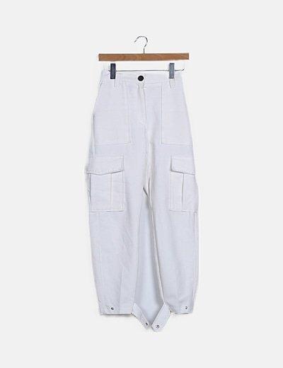 Pantalón blanco detalle bolsillos
