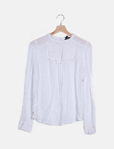Blusa blanca detalle bordado