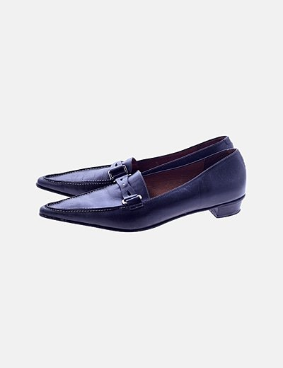 Zapato negro detalle punta