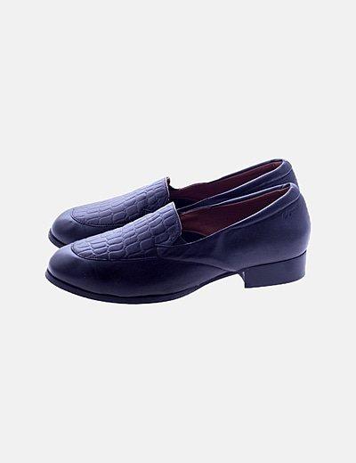 Zapato negro efecto piel