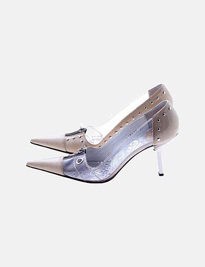 Zapato tacón beige detalles