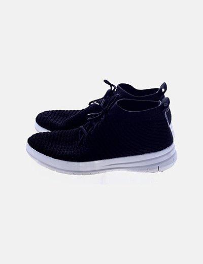 Zapatillas deportivas negras texturizadas