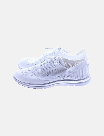 Zapatillas blancas caladas