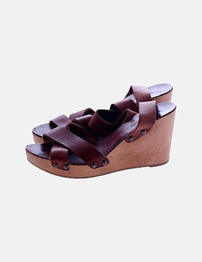 Sandalia cuña marrón