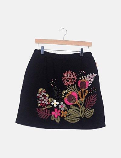 Minifalda negra estampado floral