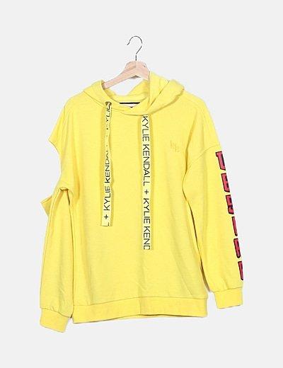 Sudadera amarilla con capucha