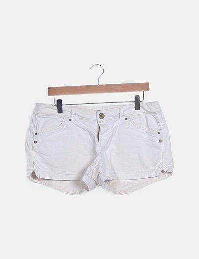 Short denim blanco detalle bolsillos