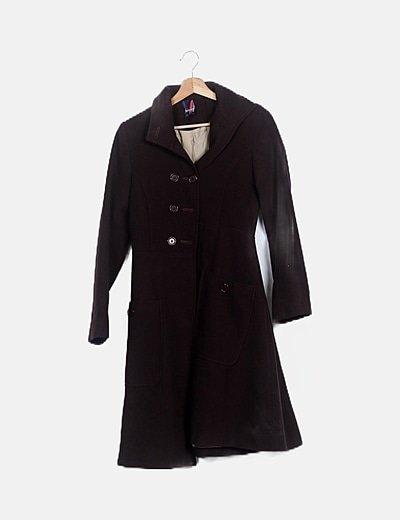 Abrigo marrón detalle bolsillso