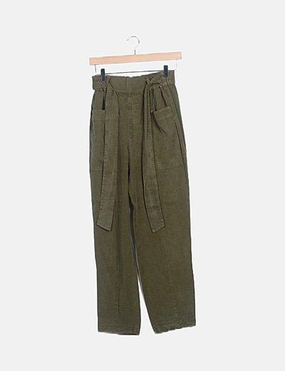 Pantalón verde fluido detalles