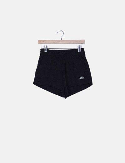 Short deportivo negro