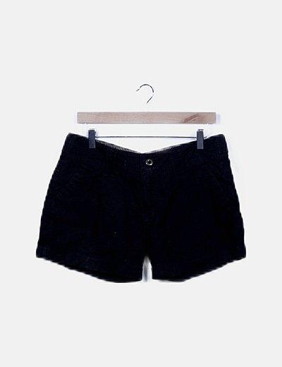 Short negro dobladillo