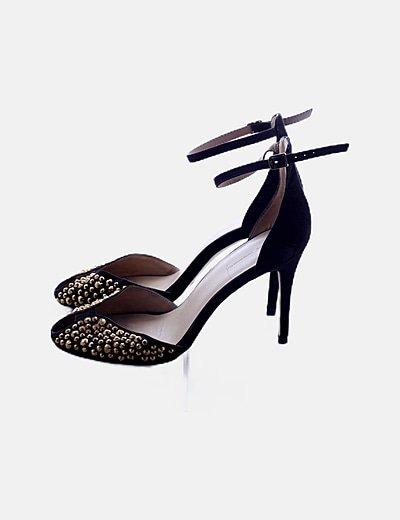 Zapatos negros tachas doradas