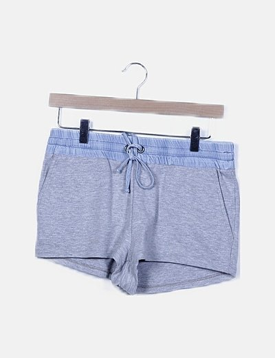 Short deportivo gris