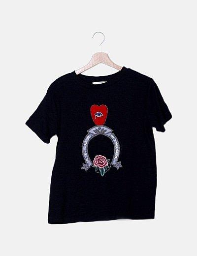 Camiseta negra detalles bordados