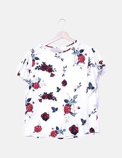 Camiseta blanca floral fluida