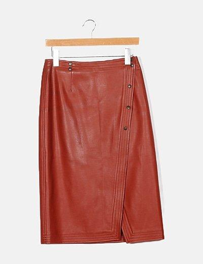 Conjunto falda y chaqueta piel rojo detalles