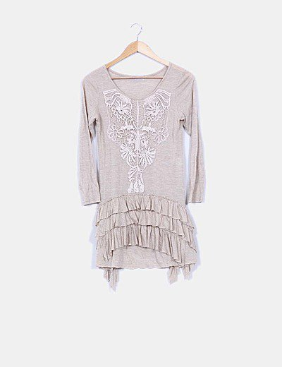 Vestido beige volantes escote crochet