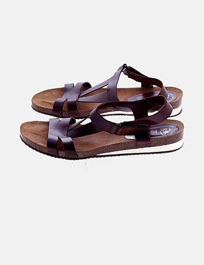Sandalia marrón de piel
