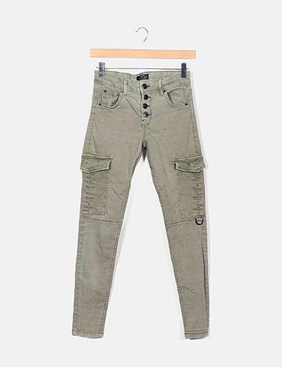 Pantalón pitillo verde efecto deslavado