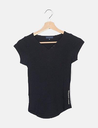 Camiseta negra de canalé