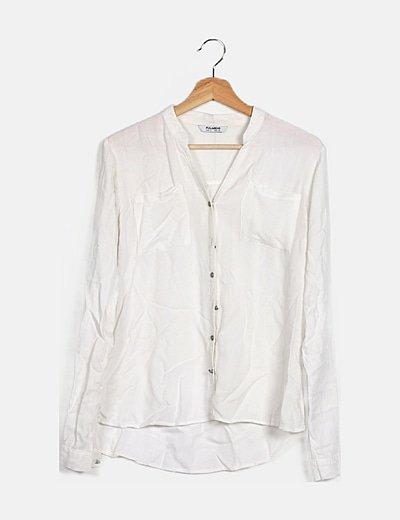 Camisa blanca fluida con bolsilloes