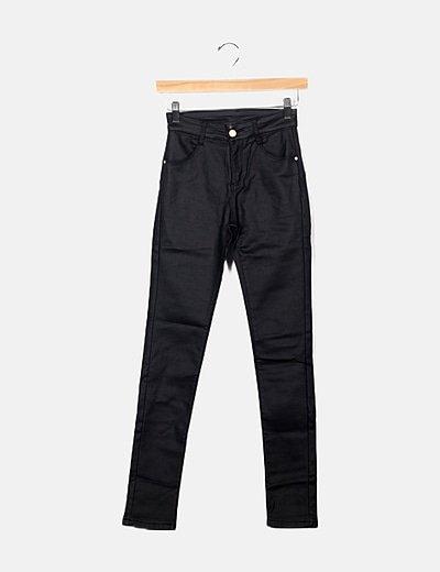 Pantalón negro efecto encerado