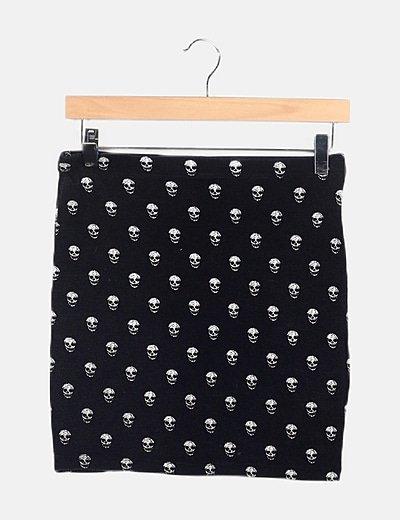 Falda negra estampado calaveras