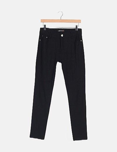 Pantalón negro básico