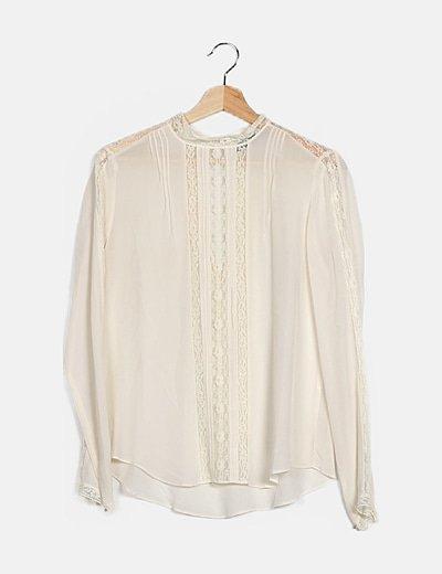 Blusa romántica beige combinada
