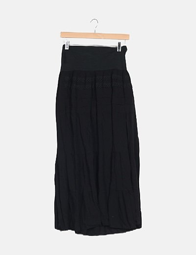 Falda fluida negra detalle crochet