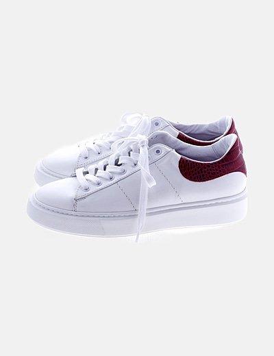 Zapatillas deportivas blancas detalle animal print