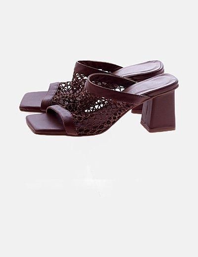Sandalia crochet marrón