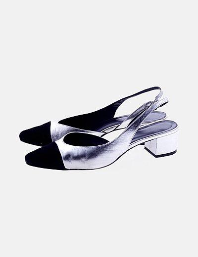 Zapato plateado destalonado