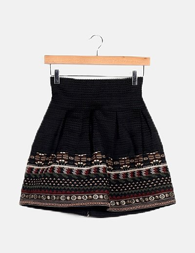 Falda negra detalle étnico