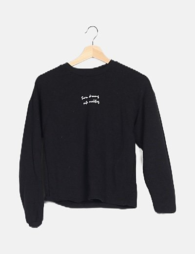 Jersey negro con texto