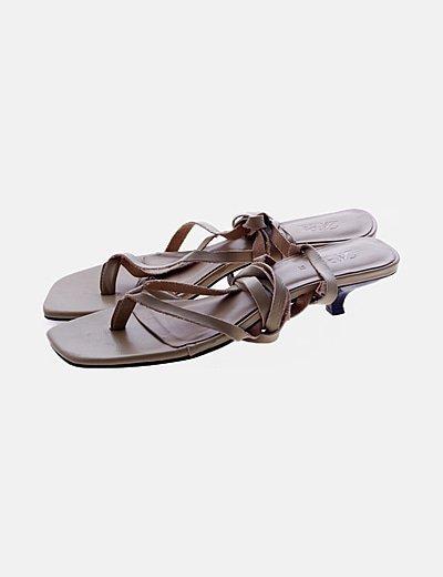 Sandalia beis de titas