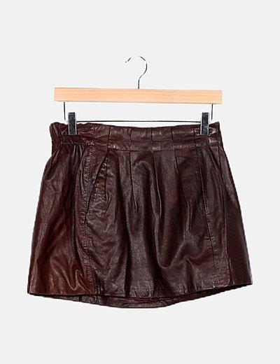 Falda efecto cuero marrón