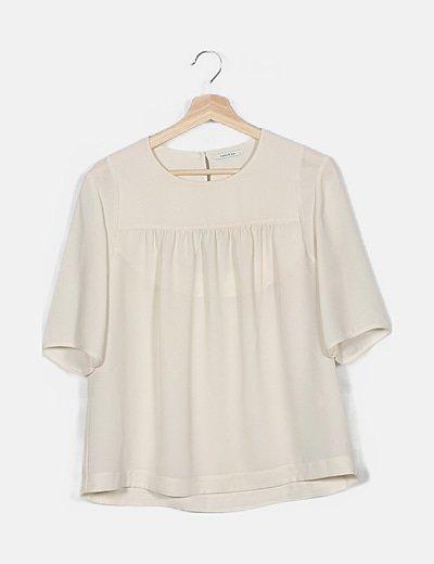 Blusa blanca detalle abertura