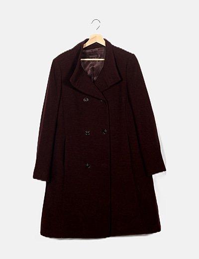 Abrigo largo marrón abotonado