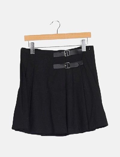 Minifalda negra tablas detalle hebillas