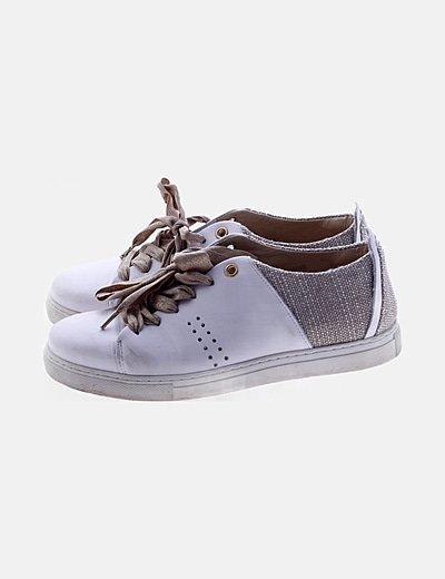Zapatillas combinadas blancas y doradas