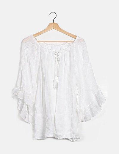 Blusa blanca fluida volantes