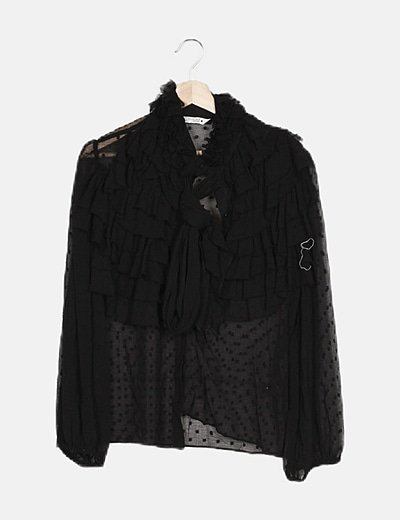 Camisa negra con detalles volantes