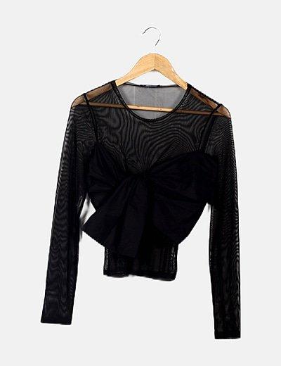 Camiseta negra detalle lazo