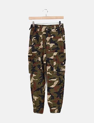 Pantalón denim estampado militar